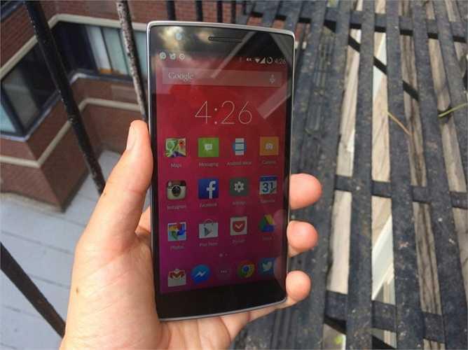 10. One Plus One. 300 USD cho một chiếc điện thoại 5 inch, phần mềm tốt và thiết kế cũng khá ổn là một sự lựa chọn không tồi dành cho cư dân công nghệ. Tuy nhiên, One Plus Two sắp ra mắt cũng có thể khiến cho model tiền nhiệm này ít được chú ý hơn