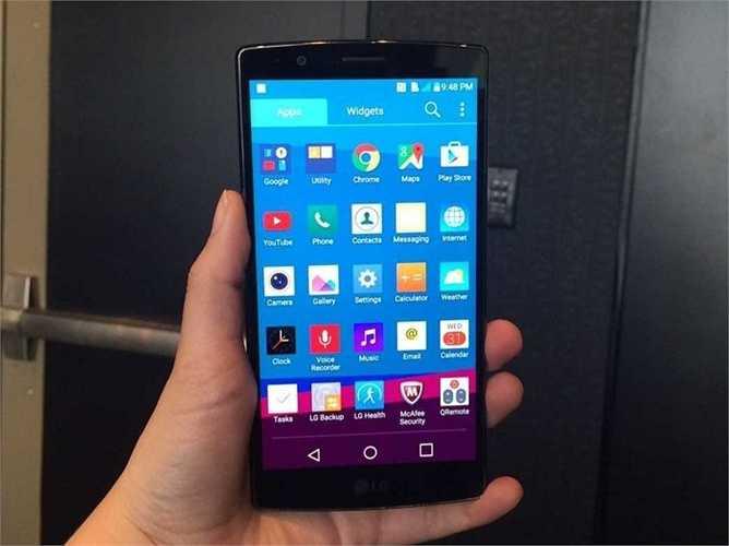 8. LG G4. Đây là sản phẩm mới nhất đến từ hãng điện thoại LG. Nó có màn hình tốt nhất, camera chụp ảnh tốt nhất từng được trang bị trên một chiếc điện thoại. Tuy nhiên, hiện tại đang có một số rắc rối liên quan đến phần mềm. Giá của LG G4 xấp xỉ 600 USD