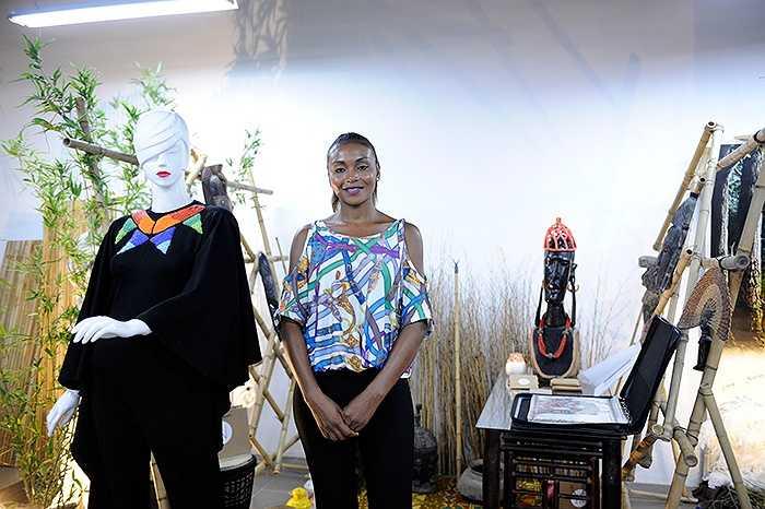 Sinh viên người nước ngoài đang học tại Học viện thời trang London cũng tham gia sự kiện lần này với mẫu thiết kế ấn tượng