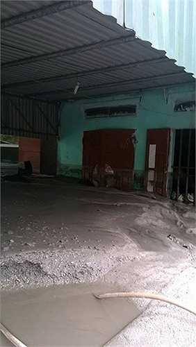 Nhiều người dân ở phường Mông Dương vẫn chưa hết bàng hoàng khi nhớ lại giây phút suýt bị chôn vùi bởi khối xỉ than đen ngòm đổ xuống đầu mình.