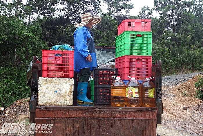 Xe vận chuyển lương thực, thực phẩm phải dừng lại, chuyển tiếp sang phương tiện khác.