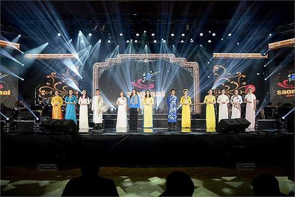 Các thí sinh thuộc dòng nhạc dân gian, giải Sao Mai 2015 đã tổng duyệt để chuẩn bị cho chương trình lên sóng VTV1 vào 20 giờ tối nay