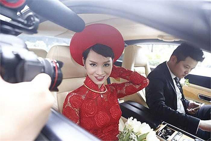Giữa năm 2014, sau một thời gian yêu nhau, Trà My Idol cũng lên xe hoa về nhà chồng.