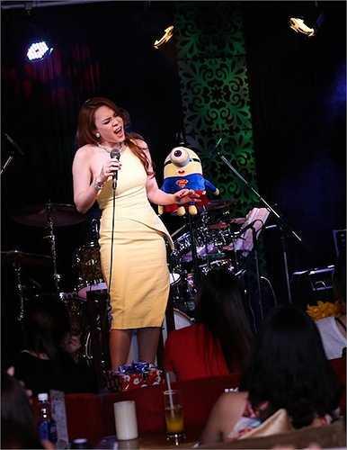 Bên cạnh đó, Mỹ Tâm cũng khá bất ngờ khi nhận ra một số khán giả từ nước ngoài đã sang Việt Nam để xem cô biểu diễn.