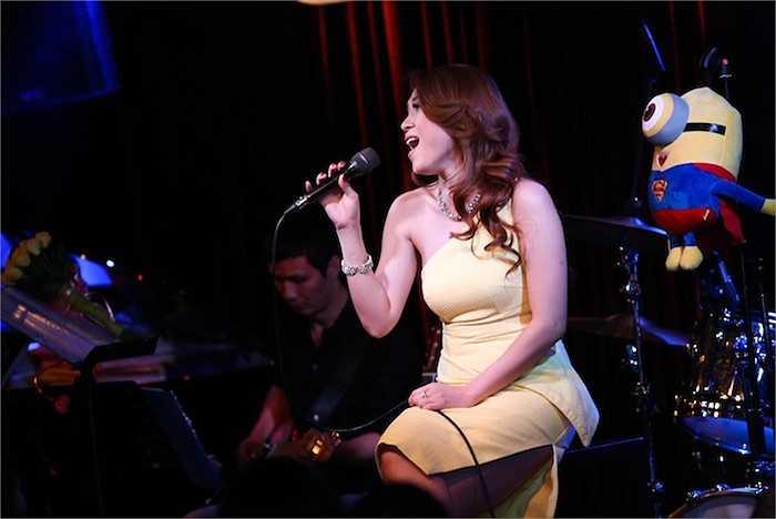 Cô cũng gửi tặng đến khán giả những ca khúc 'hit' như Họa mi tóc nâu, Tóc nâu môi trầm, Sai, Ước gì, Chuyện như chưa bắt đầu, Như một giấc mơ…