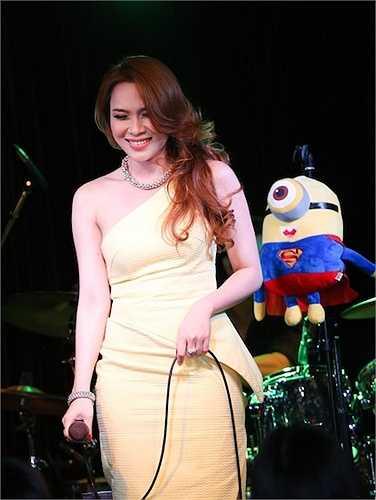 Kết thúc đêm nhạc, cũng không quên gởi lời cảm ơn đến khán giả đã ủng hộ cô và các bạn thí sinh trong đội.