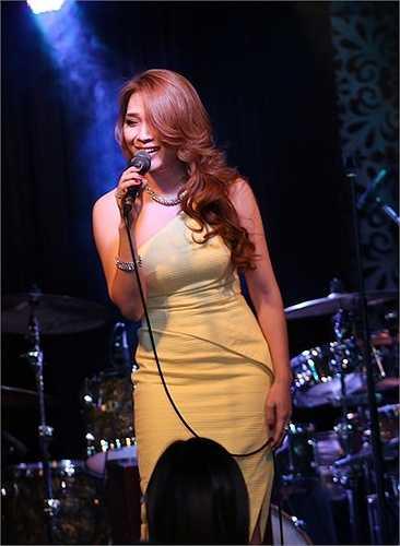 Mở màn với ca khúc Cô gái đến từ hôm qua, Mỹ Tâm đã nhận được những tiếng vỗ tay không ngớt từ khán giả có mặt tại đây.