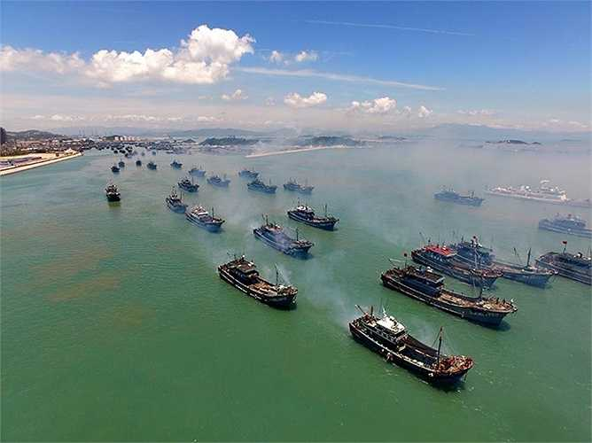 300 tàu cá Trung Quốc trong đội 'tiên phong' đánh cá ở Biển Đông sau khi lệnh cấm đánh bắt do nước này đơn phương áp đặt kết thúc ngày 1/8 vừa qua