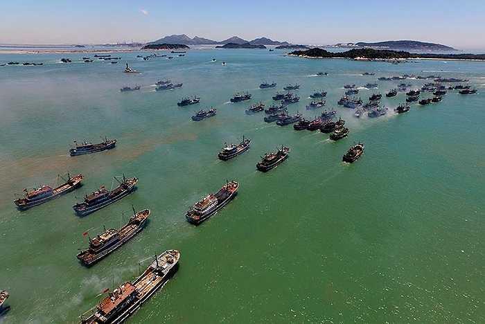 Tân Hoa Xã, hãng tin nhà nước Trung Quốc nói hơn 15.000 tàu cá tỉnh Phúc Kiến sẽ tham gia đợt đánh bắt này