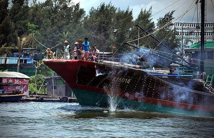 Tỉnh Hải Nam, Trung Quốc cũng tổ chức lễ cầu may cho các tàu cá