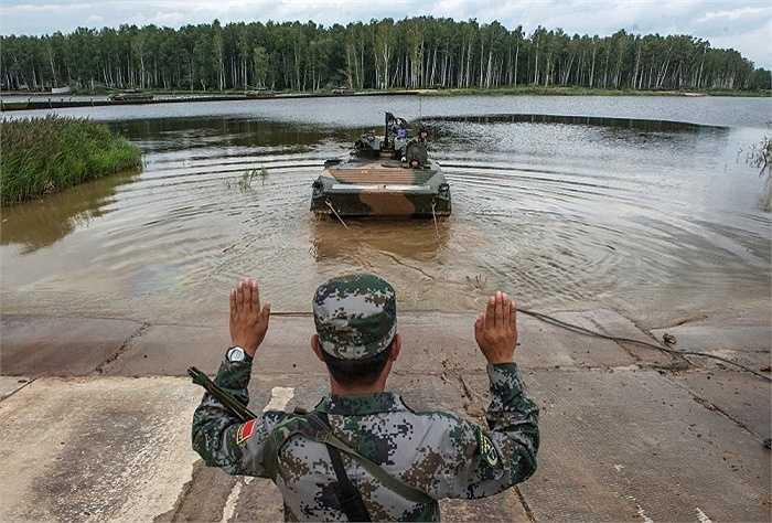Xe tăng quân đội Trung Quốc tham dự cuộc thi