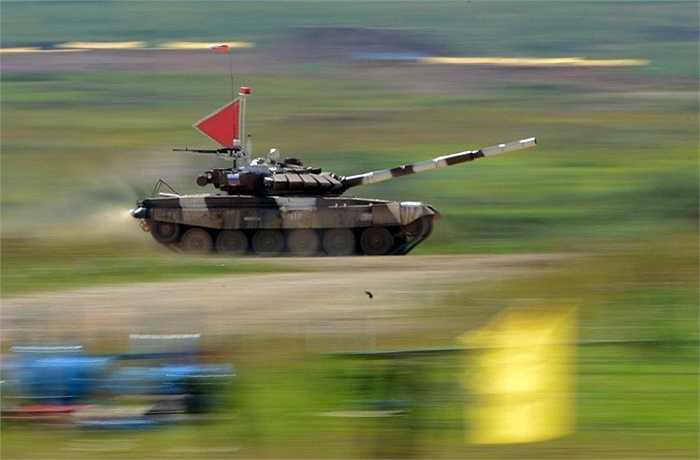 Mở đầu là cuộc thi xe tăng ở thao trường Alabino với sự tham dự của quân đội 13 nước