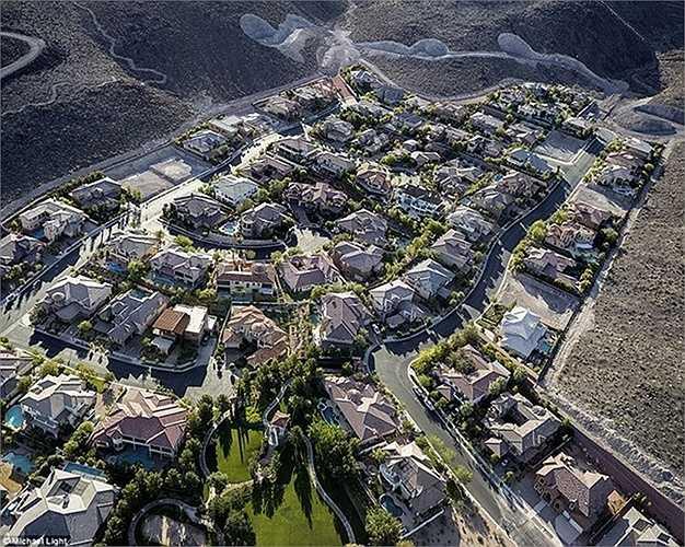'Mái ấm' của họ cũng phải là những biệt thự đẳng cấp, sang trọng như khu biệt thự ở Henderson, Nevada này chẳng hạn.