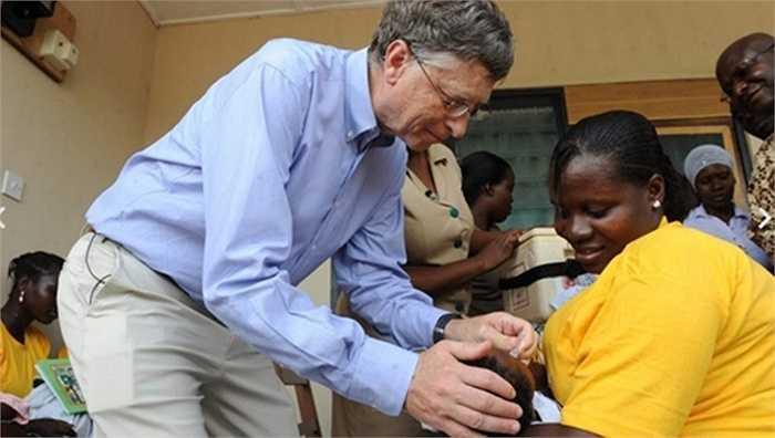 Các tỷ phú thường cũng là những người hảo tâm, chăm đi làm từ thiện nên ví dụ như như Bill Gates, ông đã đi vòng quanh thế giới làm từ thiện và nơi đâu ông cũng được yêu mến, biết ơn và ngưỡng mộ.
