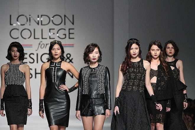 Chương trình Trình diễn Thời trang Tốt nghiệp với chủ đề 'I am – là chính mình' của Học viện Thiết kế và Thời trang London (LCDF) là một bữa tiệc thời trang, nơi thỏa sức cho các ý tưởng sáng tạo trẻ có dịp được thể hiện.