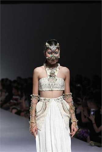 Khẳng định sự sáng tạo không giới hạn của các bạn sinh viên Học viện thời trang London