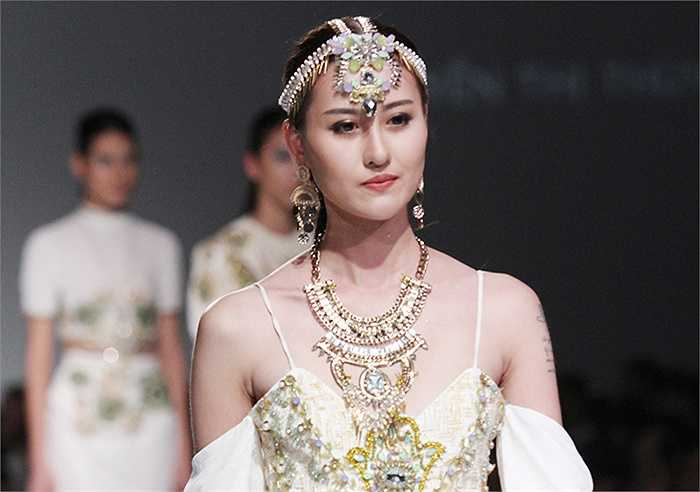 Hot girl Hà Lade cũng góp mặt trong show thời trang của sinh viên Học viện thời trang London