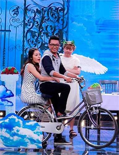 Anh trai nghệ sỹ Thành Lộc xuất sắc vượt qua thử thách của Chí Tài trong việc hàn gắn một đôi tình nhân vừa chia tay. Ở tình huống này, Bạch Long khiến khán giả hào hứng với màn ứng khẩu cải lương trên sân khấu.