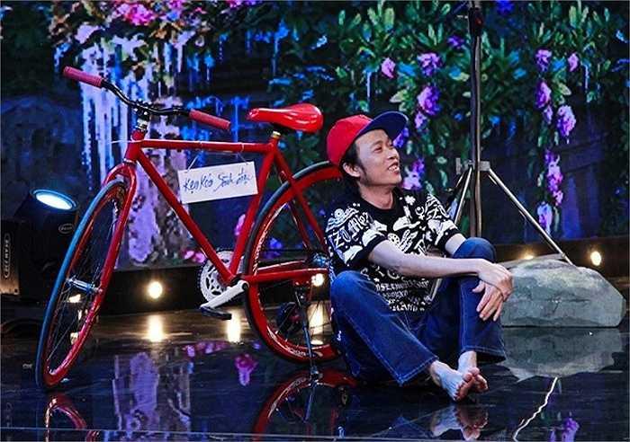 Hoài Linh xuất hiện với hình ảnh chàng trai bán kẹo kéo hát rong trên đường phố đến giải cứu Hồng Tơ. Danh hài khuyên đàn anh nên đi bán kẹo kéo giống mình hơn là nuôi mộng làm diễn viên để gặp phải ê-kíp làm phim không chuyên nghiệp.