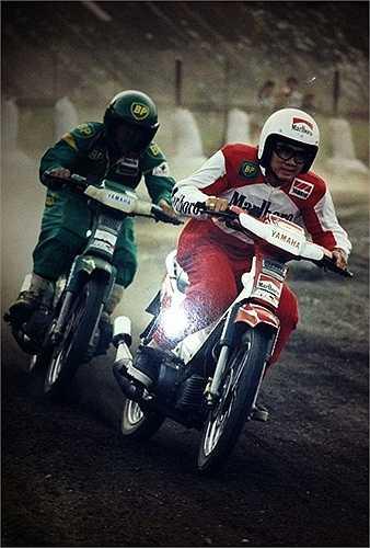 Với nhiều người yêu thích môn thể thao đua xe thể thao, cái mốc 1989 được xem là cái mốc đáng nhớ nhất khi lần đầu tiên Sở TDTT TP.HCM cho phép tổ chức Giải vô địch đua xe Honda 67 tại trường đua Phú Thọ.