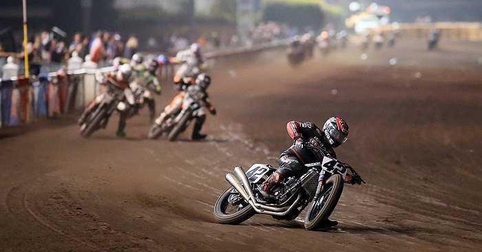Vietnam Motor Cub Prix cũng hứa hẹn đầy hào hứng và sôi động khi một lần nữa người hâm mộ có cơ hội chiêm ngưỡng những màn trình diễn mô tô mạo hiểm đầy ngoạn mục của các tay đua trẻ Việt Nam.