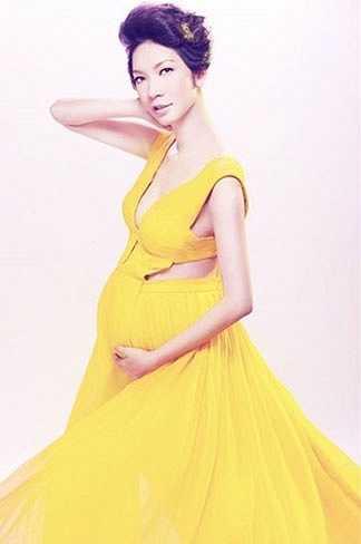 Xuân Lan lần đầu mang thai cũng chụp ảnh nude.