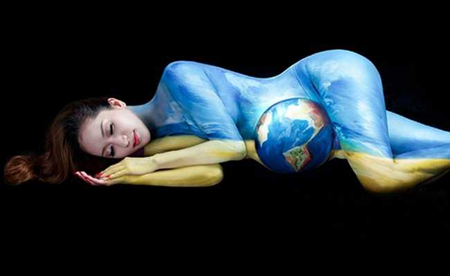 Khánh Thi chụp ảnh nude độc đáo và ý nghĩa khi mang bầu.