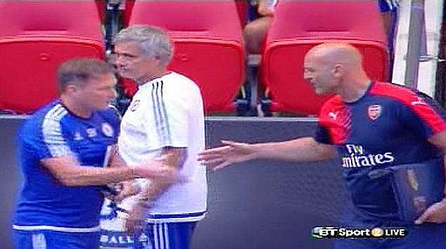 Mourinho thậm chí còn không bắt tay với cả thành viên trong ban huấn luyện của Arsenal