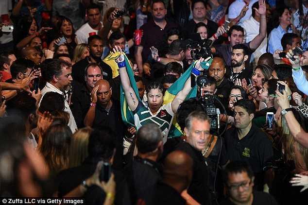 Bethe dù sau đó đã xin lỗi sau Ronda đã vào trận và tung ra những cú đấm chứa đầy hận thù