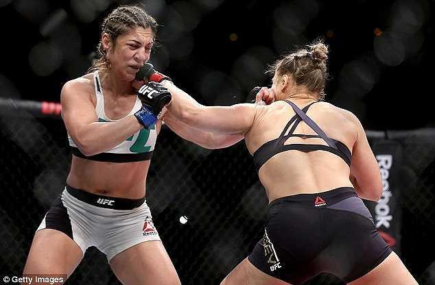 Thắng lợi này giúp nữ hoàng UFC toàn thắng 12 trận, trong đó có 2 thắng lợi bằng đo ván.