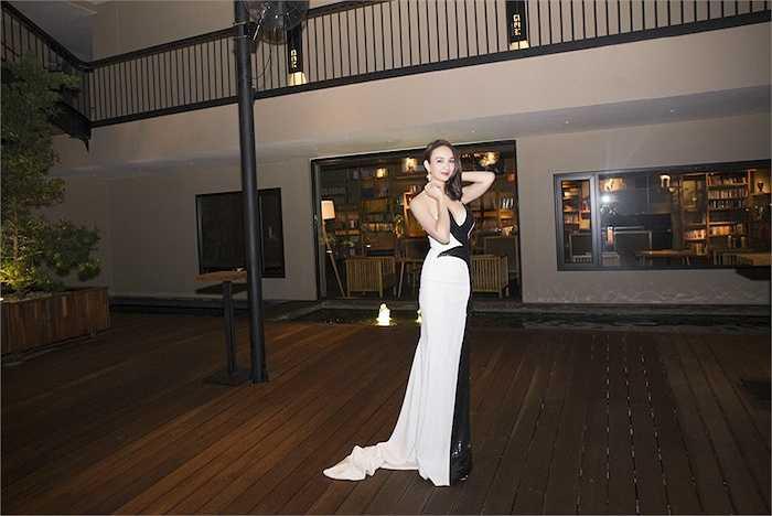 Sau 7 năm đăng quang Hoa hậu Du lịch, Ngọc Diễm được nhiều người khen ngày càng xinh đẹp, gợi cảm.
