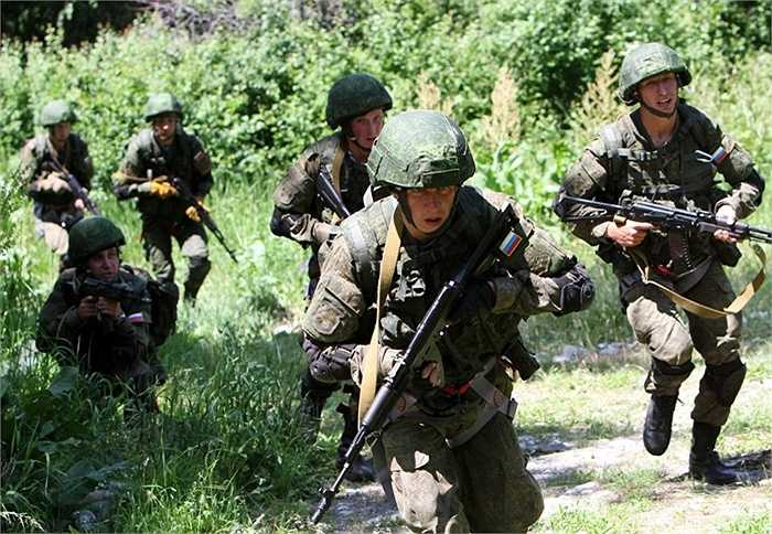 Các binh sỹ dù Nga trong một quá trình luyện tập