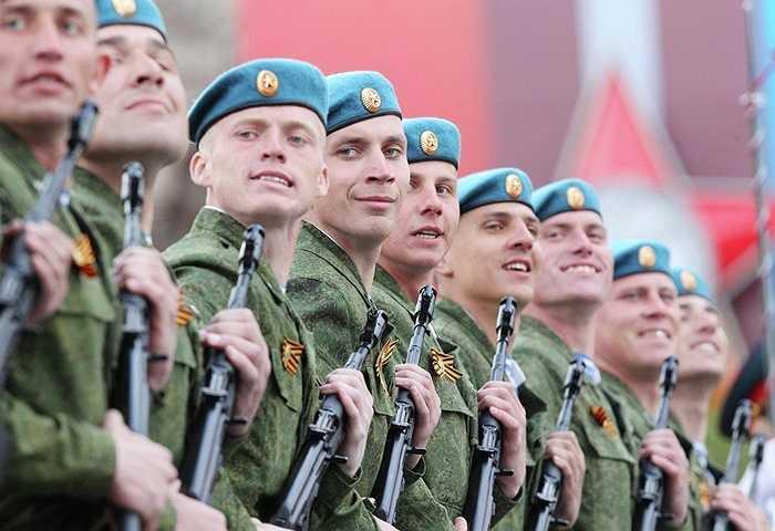 Lính đổ bộ dù Nga trong lễ duyệt binh Ngày Chiến thắng