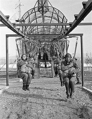 Bài tập của lính dù Liên Xô