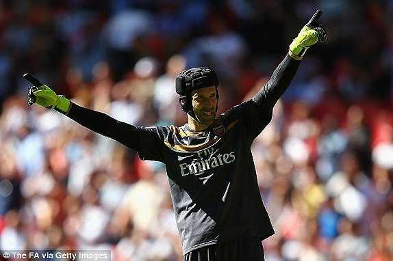 'Petr Cech vẫn rất xuất sắc nhưng đặc biệt ngày hôm nay, cậu ấy còn tạo ra tầm ảnh hưởng rất lớn lên cả đối thủ Chelsea. Có lẽ các đồng đội cũ đã gặp áp lực khi phải đối mặt với Cech, như kiểu luôn suy nghĩ về một cú dứt điểm hoàn hảo nhất để có thể đánh bại cậu ấy'