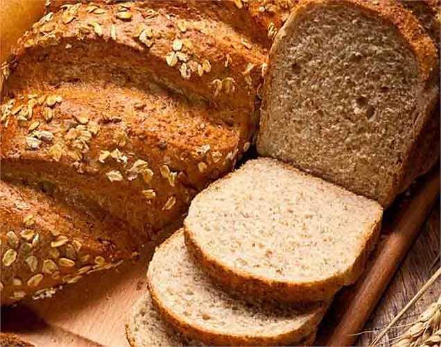 Tất cả các hạt ngũ cốc, bột yến mạch, bánh mì, hoặc thậm chí gạo lứt: giúp giảm nguy cơ bệnh tim. Các loại ngũ cốc không chỉ tốt cho tim mà còn rất tốt cho não. Mức glucose trong máu duy trì ổn định, giúp giữ cho tinh thần bạn cân đối trong ngày.