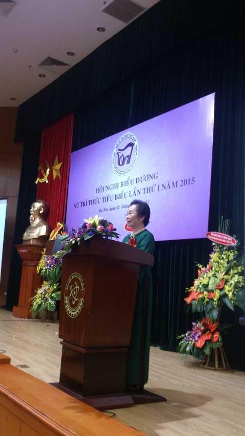Phó chủ tịch nước Nguyễn Thị Doan, Chủ tịch danh dự Hội NTT VN phát biểu tại Hội nghị.