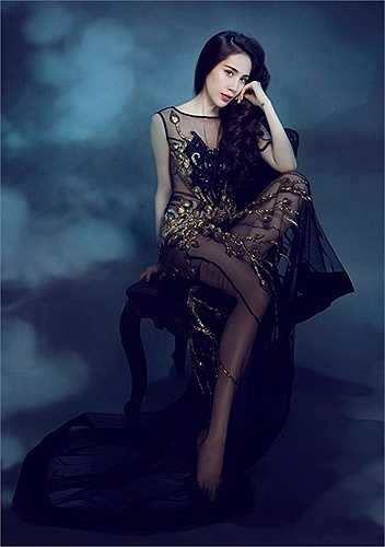 Bên cạnh đó, Thủy Tiên cũng tham gia những vai phụ trong các bộ phim truyền hình lẫn điện ảnh.