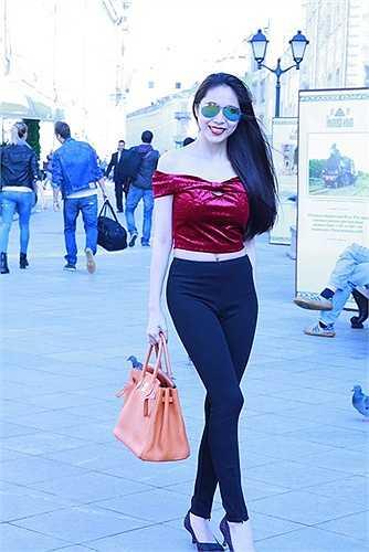 Sau khi sinh con, Thủy Tiên thường xuyên có những chuyến lưu diễn nước ngoài.