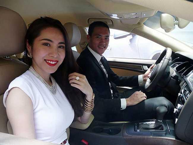 Thủy Tiên, Công Vinh sở hữu nhiều tài sản giá trị. Cả hai được mời làm đại diện cho một thương hiệu xe hơi nổi tiếng.