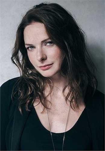 Nữ diễn viên gốc Thụy Điển gây ấn tượng cho khán giả với vẻ đẹp cổ điển, quý phái của mình.