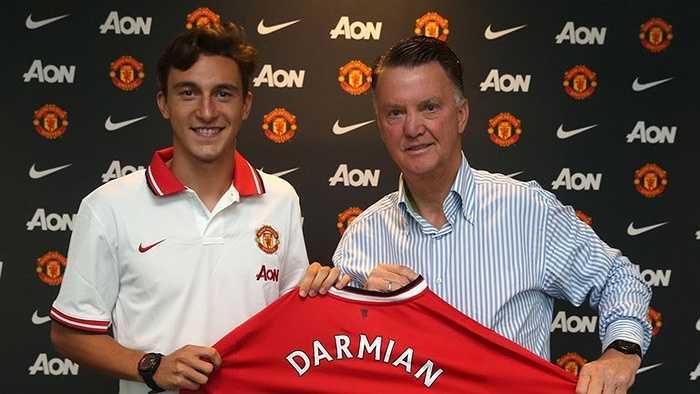Hậu vệ trái là Darmian của Man Utd. Quỷ đỏ được cho là đã chi gần 13 triệu bảng cho cựu cầu thủ Torino