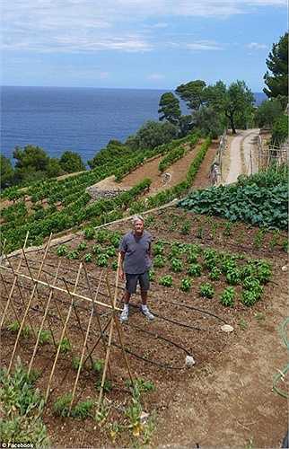 Ông coi đây là một địa điểm để nghỉ dưỡng và trồng nho. Ngoài ra, ông còn trồng khoai tây cùng một số loại rau củ khác