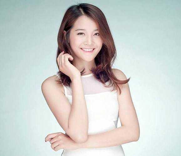 Ngoài công việc mẫu ảnh,cô bạn còn là diễn viên tự do và đang tham gia sân khấu kịch CTM (sân khấu mới).