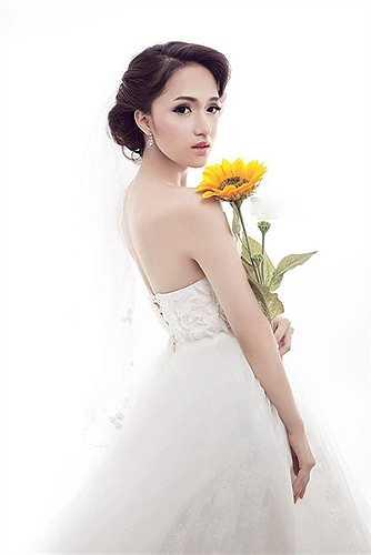 Ngoài ra, không thể không kể đến vẻ bề ngoài xinh đẹp của nữ ca sỹ.