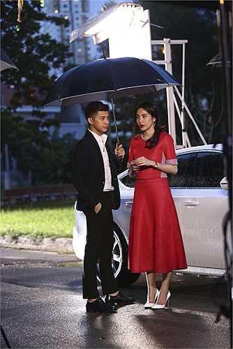 Trong phim, Noo Phước Thịnh và Thuỷ Tiên sẽ có những cảnh thân mật chưa từng có, nhất là màn khoá môi rất ngọt ngào. Tiên đã phải xin phép ông xã Công Vinh trước khi quyết định nhận lời đóng phim.