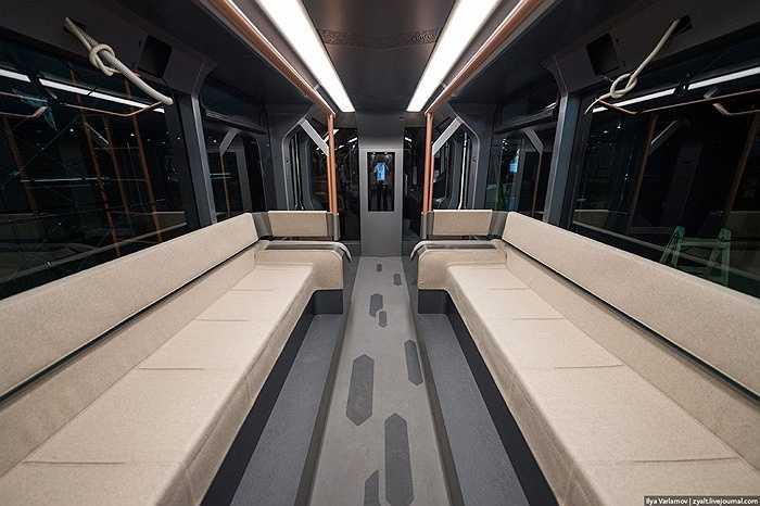 Ghế sofa rộng lớn để hành khách có thể thoải mái nghỉ ngơi khi bước lên tàu