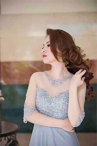 Xuất hiện trong một sự kiện, Đan Lê khiến không ít người ngỡ ngàng vì nhan sắc xinh đẹp.
