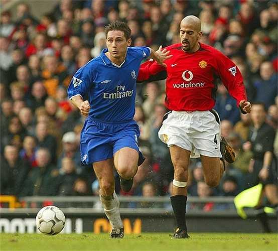 Tiền vệ tài hoa Veron cũng trong danh sách này khi anh làm Man Utd bị lỗ 13,1 triệu bảng khi bán anh cho Chelsea. Trước đó, Quỷ đỏ đã bỏ ra tới 28,1 triệu để mua anh từ Lazio