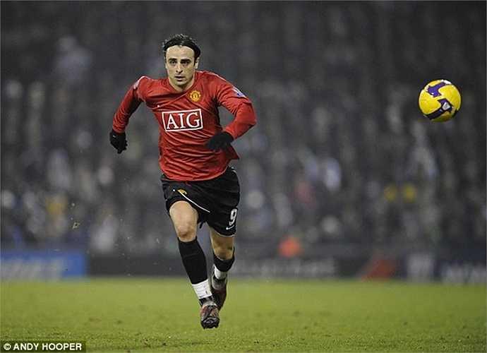 Berbatov ngốn của Man Utd 30,7 triệu bảng, nhưng khi ra đi, tiền đạo người Bulgaria chỉ giúp Quỷ đỏ thu về 5 triệu. Tổng cộng, ngân sách Man Utd bị âm tới hơn 25 triệu vì bản hợp đồng này